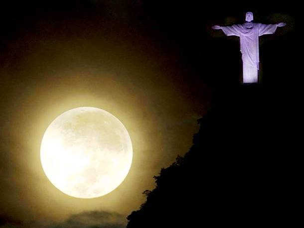 Slide1027 15 Stunning Images Of A Supermoon Taken In Different Locations