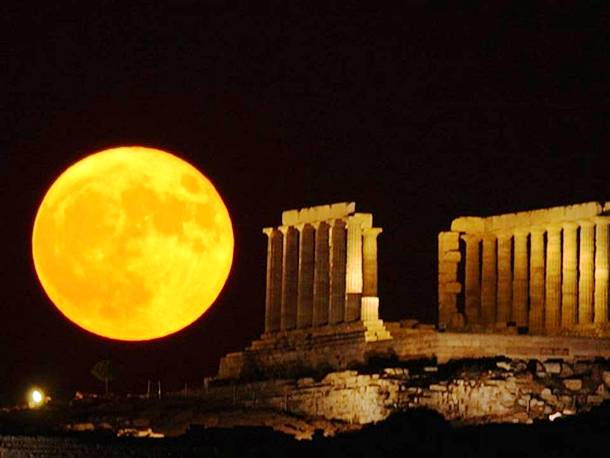 Slide1627 15 Stunning Images Of A Supermoon Taken In Different Locations