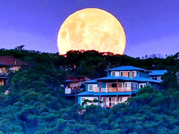 Slide1827 15 Stunning Images Of A Supermoon Taken In Different Locations