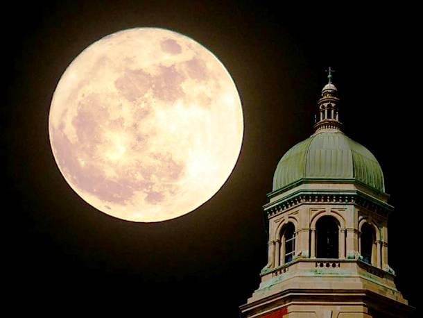 Slide2130 15 Stunning Images Of A Supermoon Taken In Different Locations
