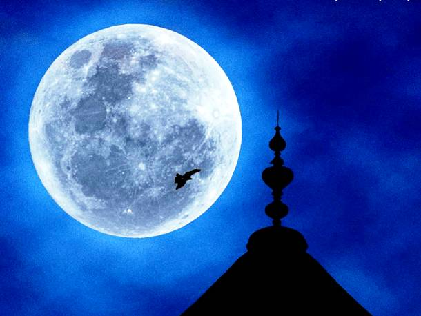 Slide2228 15 Stunning Images Of A Supermoon Taken In Different Locations