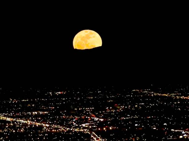 Slide527 15 Stunning Images Of A Supermoon Taken In Different Locations