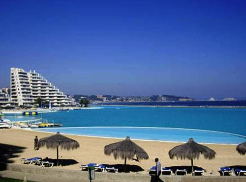 Slide714 14 Images Of The Largest Swimming Pool In The World