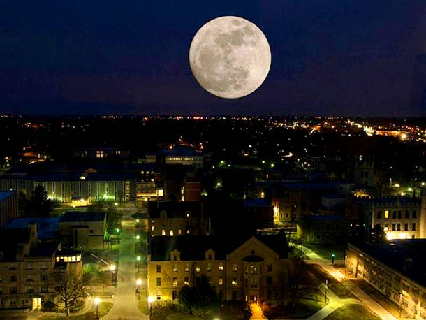 Slide827 15 Stunning Images Of A Supermoon Taken In Different Locations