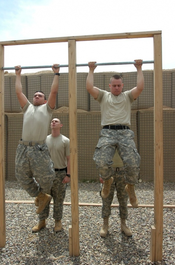 US_Army_pull-ups What Are the Military Workouts?