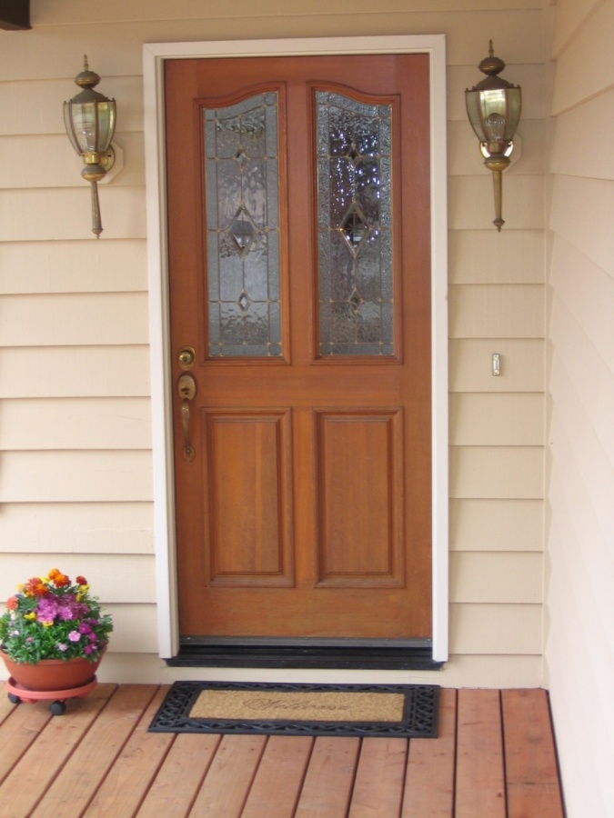 Wooden-Floor-Classic-Wall-Lamps-Cream-Wall-Front-Door-Designs-915x1220 23 Designs To Choose From When Deciding On A Front Door