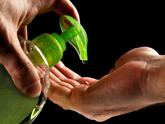 antibacterial-liquid-soap-2-537x402 Is Alcohol-Based Hand Sanitizer Better Than The Regular Soap ?!