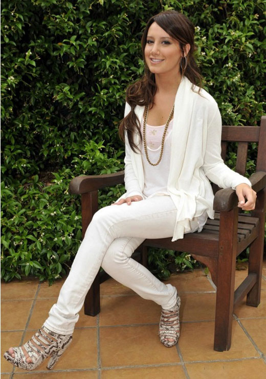 ashley-tisdale-wow-white-01 Most Stylish +20 Teenage Girls Fashion Trends