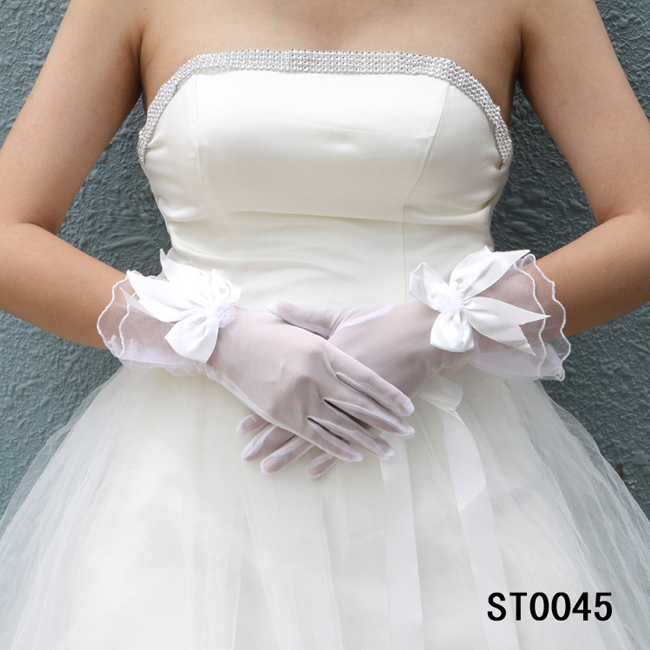 beige-wrist-yarn-with-bowknot-wedding-bridal-gloves-1 35 Elegant Design Of Bridal Gloves And Tips On Wearing It In Your Wedding