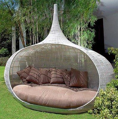 beyaz-renkli-yuvarlak-bahçe-için-modern-oturma-yeri 32 Most Interesting Outdoor Furniture Designs