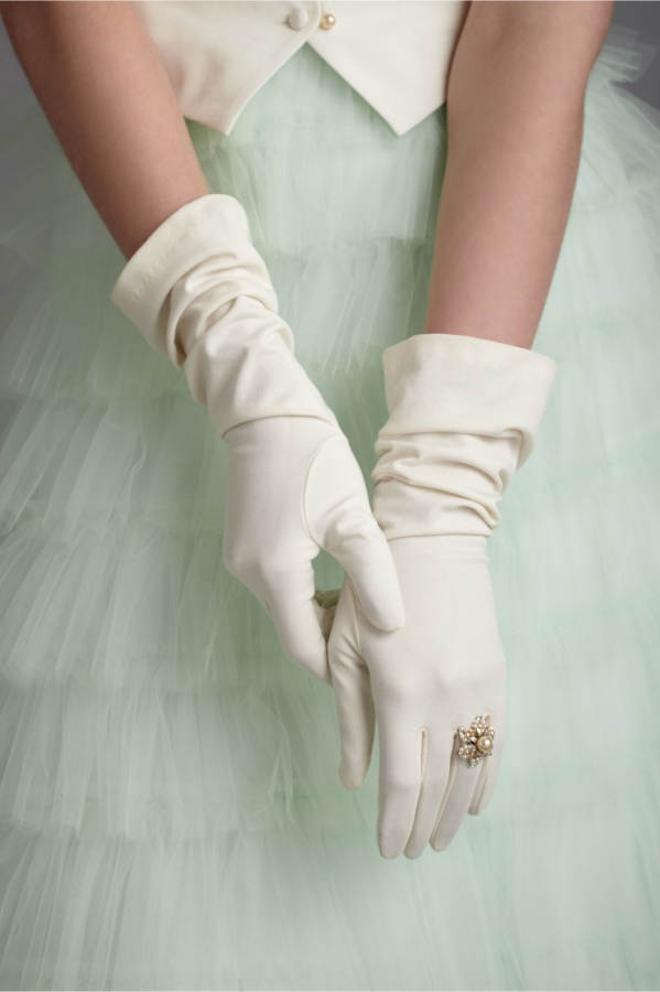 bridal-gloves-vintage-wedding-style.original 35 Elegant Design Of Bridal Gloves And Tips On Wearing It In Your Wedding
