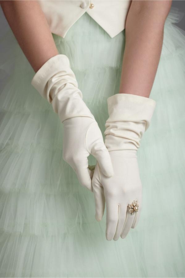 bridal-gloves-vintage-wedding-style.original 35 Elegant Design Of Bridal Gloves And Tips On Wearing It In Your Wedding