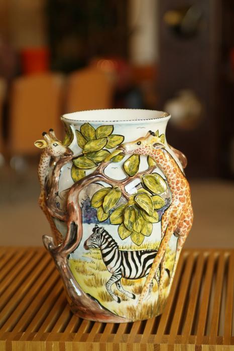 ceramic-vase-brian-d-moya 35 Designs Of Ceramic Vases For Your Home Decoration