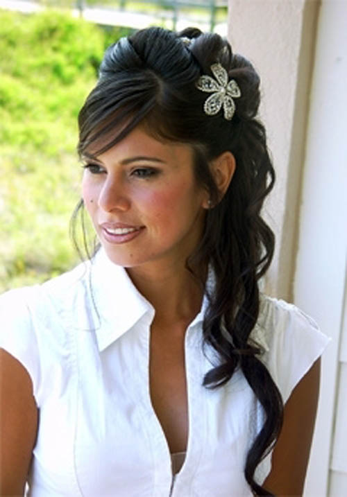 floral-hair-accessories-for-informal-wedding-dress A breathtaking collection of Bridal Hair Accessories