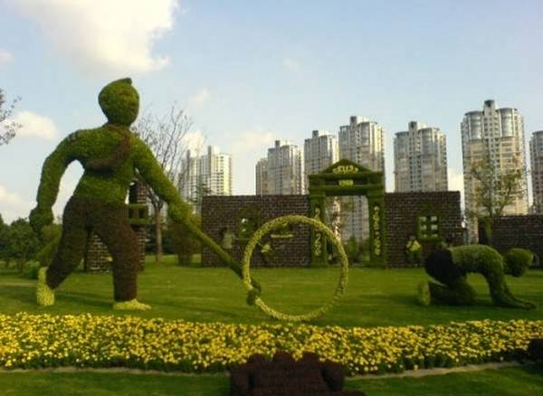 grass-sculpture08 23 Remarkable Grass Sculptures
