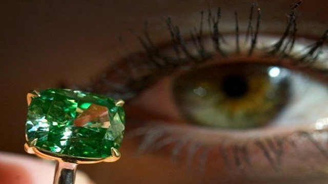 green-diamond-ring Top 25 Pieces Of Most Expensive Jewelry In The World