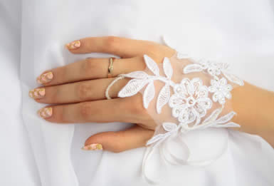 hairstyles-expert-tips-0509-1-lg 35 Elegant Design Of Bridal Gloves And Tips On Wearing It In Your Wedding