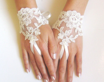 il_340x270.452446552_27gt 35 Elegant Design Of Bridal Gloves And Tips On Wearing It In Your Wedding