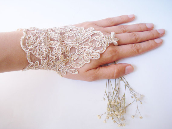 il_570xN.343817586 35 Elegant Design Of Bridal Gloves And Tips On Wearing It In Your Wedding