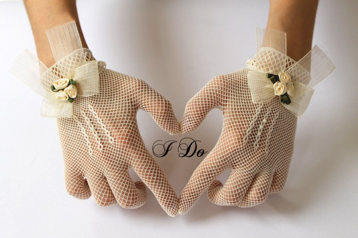 il_fullxfull.340267668 35 Elegant Design Of Bridal Gloves And Tips On Wearing It In Your Wedding
