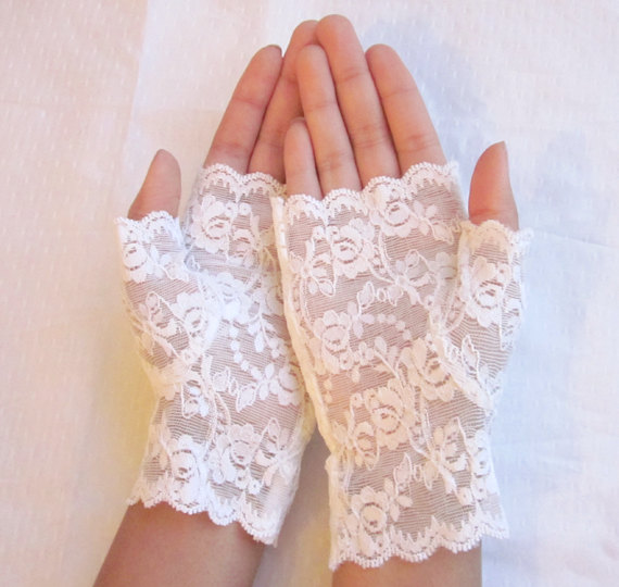 il_fullxfull.351779632 35 Elegant Design Of Bridal Gloves And Tips On Wearing It In Your Wedding