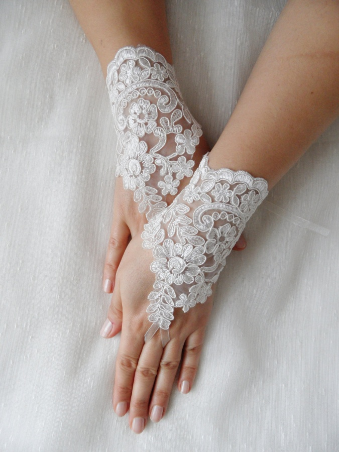il_fullxfull.399129005_fnuh 35 Elegant Design Of Bridal Gloves And Tips On Wearing It In Your Wedding
