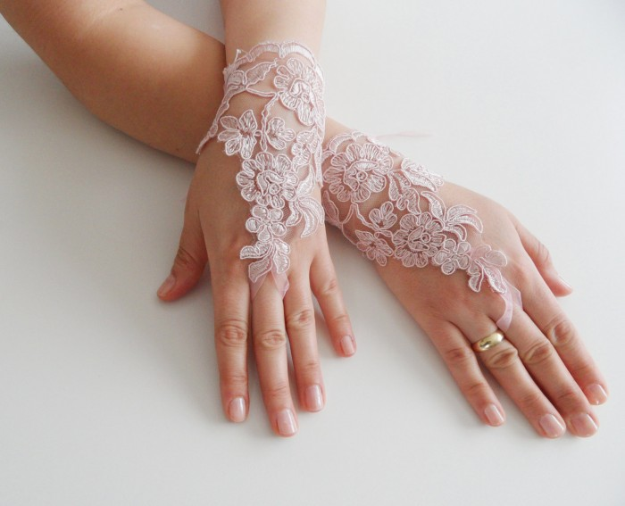 il_fullxfull.426549318_m557 35 Elegant Design Of Bridal Gloves And Tips On Wearing It In Your Wedding