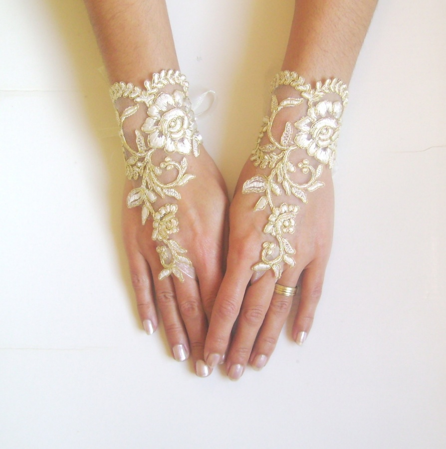 il_fullxfull.452334802_tcwg 35 Elegant Design Of Bridal Gloves And Tips On Wearing It In Your Wedding