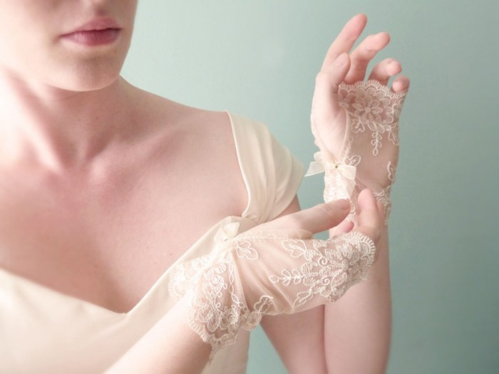 lace-wedding-gloves-ivory-1024x768 35 Elegant Design Of Bridal Gloves And Tips On Wearing It In Your Wedding