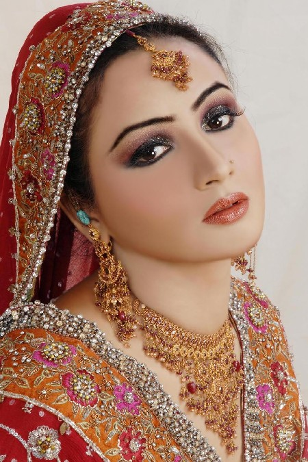 latest-bridal-jewelry-design-2013-14 Latest Trends Of Bridal Indian Jewelry