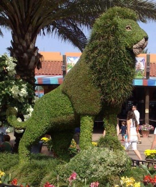 lion-sculpture 23 Remarkable Grass Sculptures