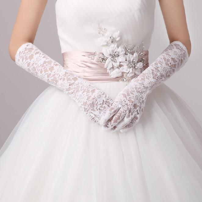 long-white-lace-gloves-bridal-gloves-wedding 35 Elegant Design Of Bridal Gloves And Tips On Wearing It In Your Wedding
