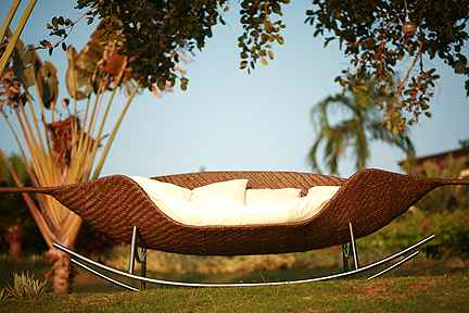 modern-bahçe-için-sallanılabilir-koltuk 32 Most Interesting Outdoor Furniture Designs