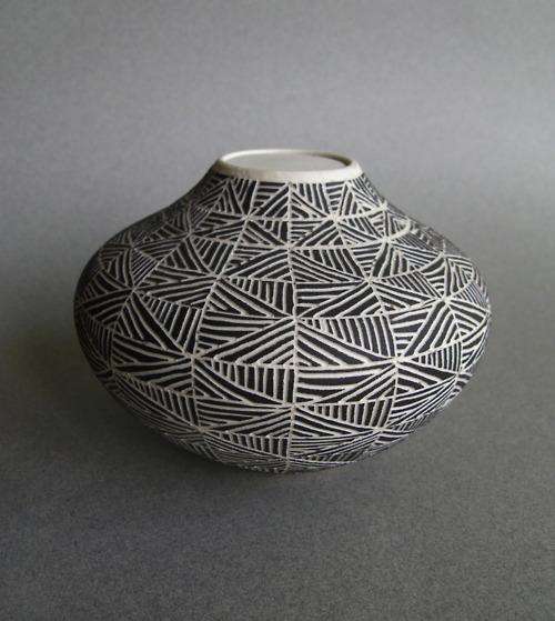 tumblr_lje1s6dIE81qihtsco1_500 35 Designs Of Ceramic Vases For Your Home Decoration