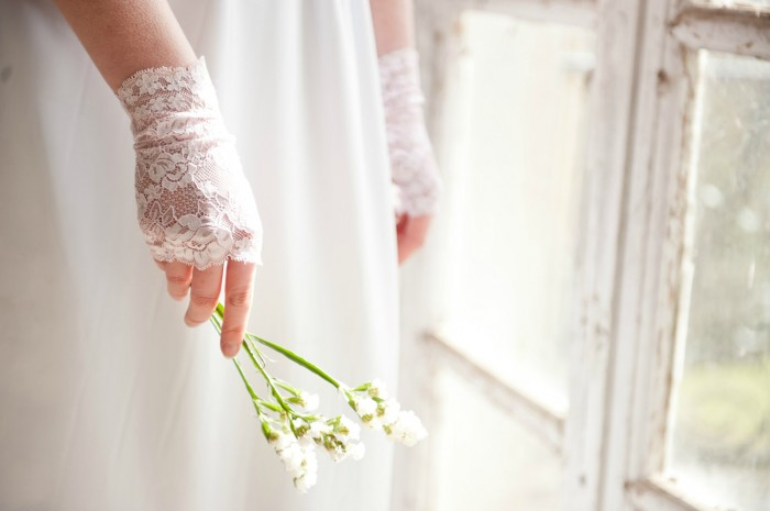 wedding-gloves-2 35 Elegant Design Of Bridal Gloves And Tips On Wearing It In Your Wedding
