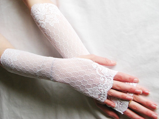 wedding-so-pretty 35 Elegant Design Of Bridal Gloves And Tips On Wearing It In Your Wedding