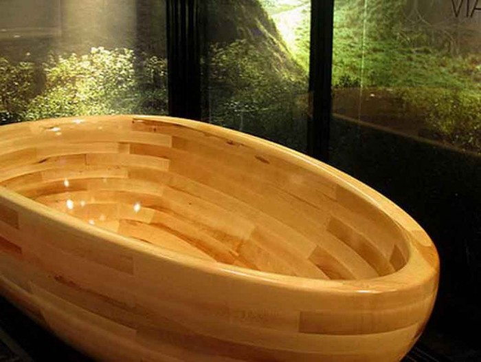 wooden-bath-tub 25 Creative and Unique Bathtubs for an Elegant Bathroom