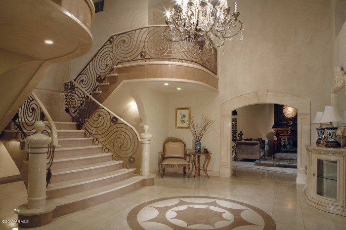 3-grand-staircase Make Your Home Look Like a Palace