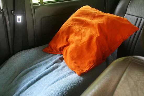 550px-Make-a-Bed-in-Your-Car-Step-3 6 Steps To Make A Bed In Your Car When Going On A Road Trip