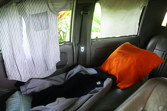 550px-Make-a-Bed-in-Your-Car-Step-6 6 Steps To Make A Bed In Your Car When Going On A Road Trip