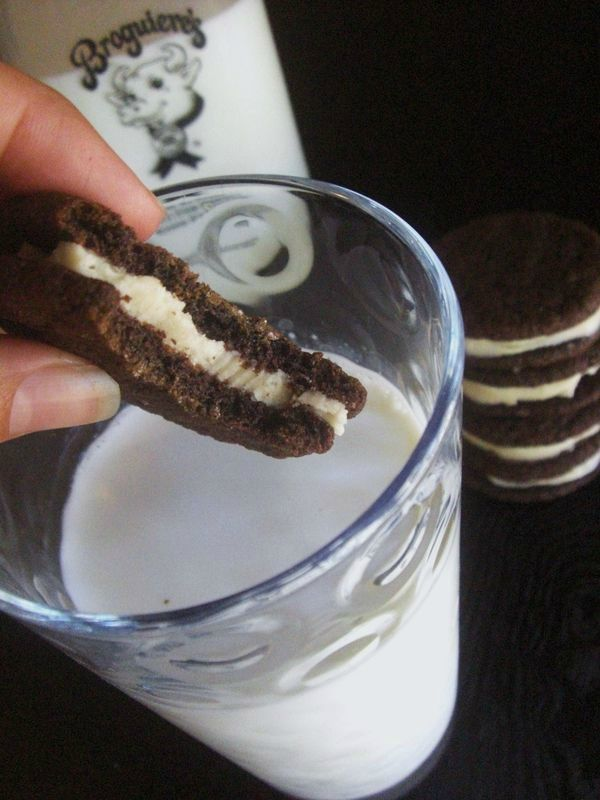 72352793 Learn to Make Oreo Cookies on Your Own
