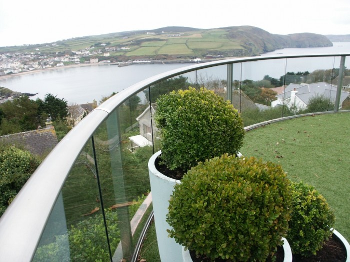 953_IOM-curved-balcony-2-system 60+ Best Railings Designs for a Catchier Balcony
