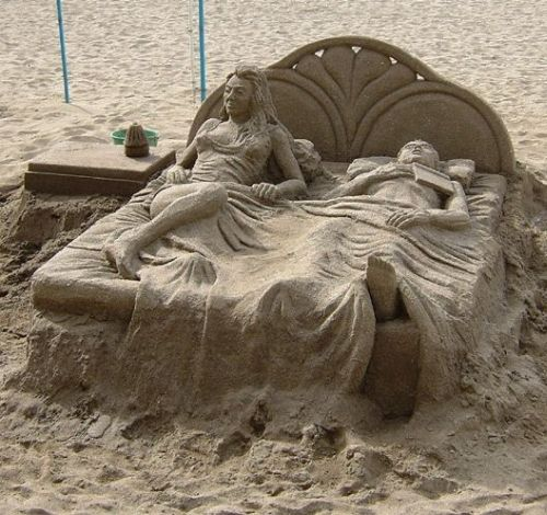 Bed-sand-art1 30 Stunning Installations Made Of Sand Beach