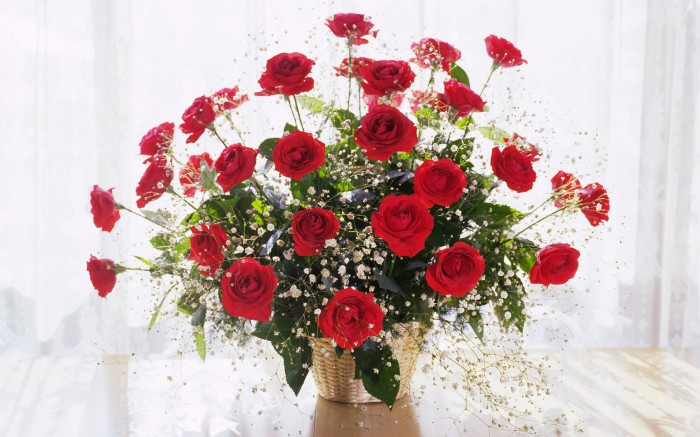 Bouquet-Of-Red-Roses-At-The-Window 10 Inexpensive and Fabulous Spring Gift Ideas