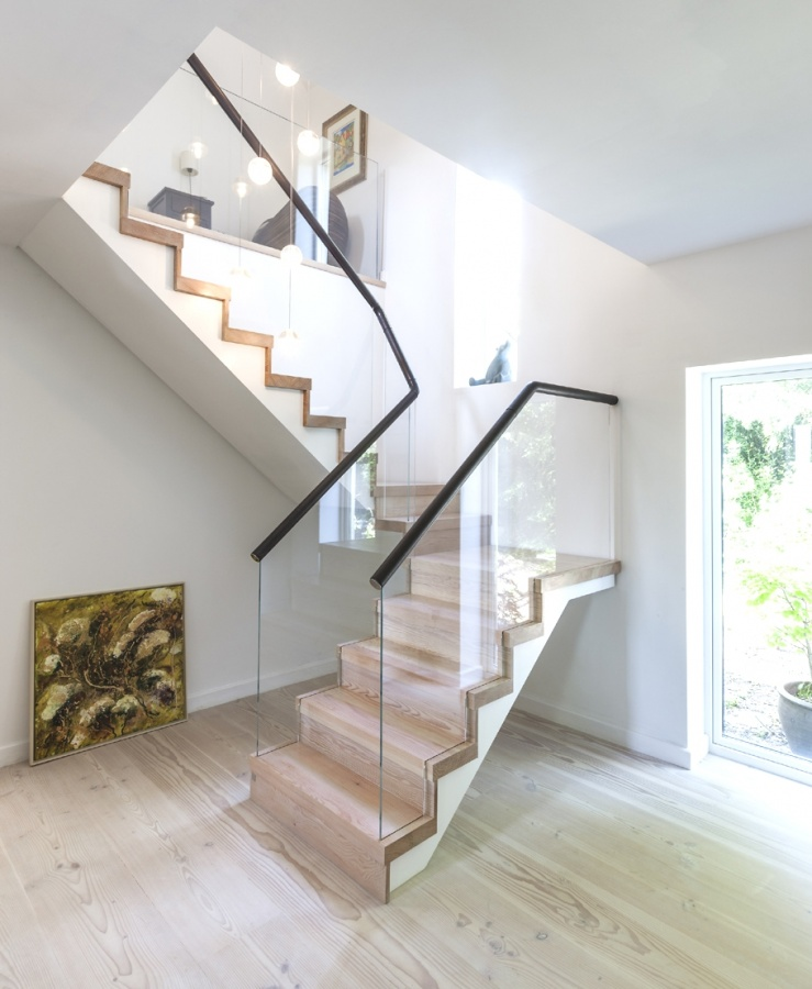 Contemporary-Staircase-Design-Ideas-01 Decorate Your Staircase Using These Amazing Railings