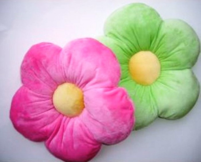 Cute-and-Lovely-Flower-Shape-pillow 21 Unique And Cute Pillows Designs