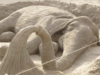 Elephant-sand-Art 30 Stunning Installations Made Of Sand Beach
