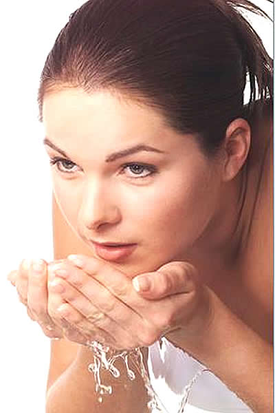 FaceWash-761250 6 Steps To Stay Naturally Beautiful