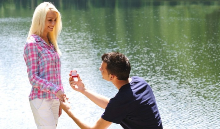 Girl-Gets-Ring 7 Tips to Read Your Man's Mind and Control Him