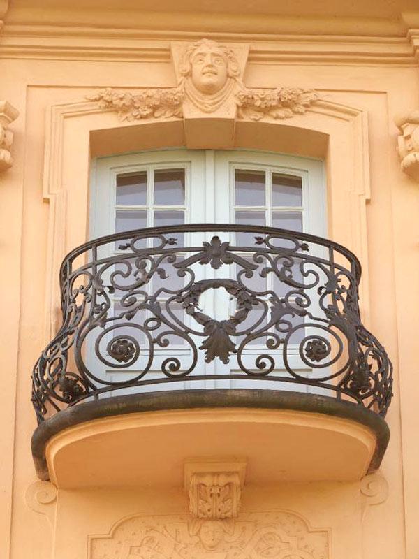 IronBalconyClassicCRJ0789 60+ Best Railings Designs for a Catchier Balcony